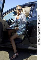 女性実業家, 中に, 黒, 自動車