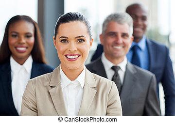女性実業家, 協力者