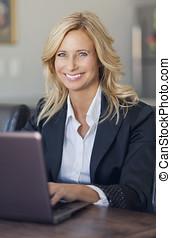 女性実業家, 家で, オフィス, 使うこと