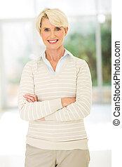 女性実業家, 年を取った, 交差させた 腕, 中央