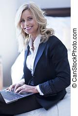 女性実業家, 微笑, 成長した