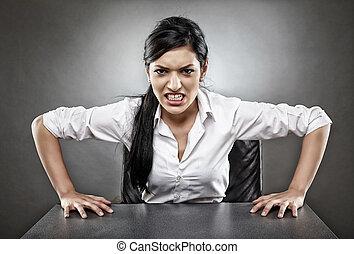 女性実業家, 怒る