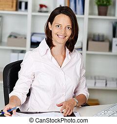 女性実業家, 机, 確信した, オフィス, モデル