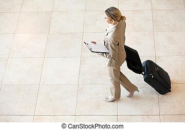 女性実業家, 空港, 歩くこと