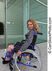 女性実業家, 車椅子