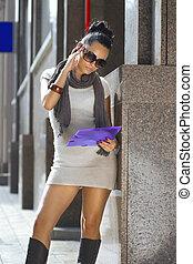 女性実業家, 近くに, a, ビジネス, 建物