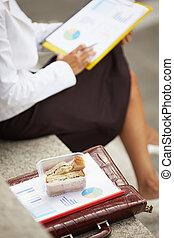 女性実業家, 食べること, サンドイッチ
