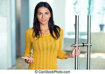 女性実業家, smartphone, 保有物, オフィス