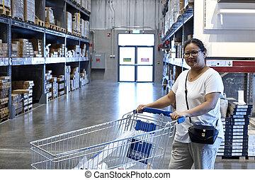 女性買い物, アジア人, 微笑, 楽しむ, 幸せ