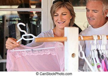 女性買い物, 衣服