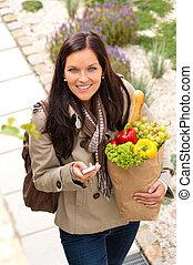 女性買い物, 野菜, texting, 電話, 食料雑貨, 幸せ