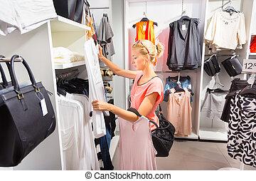女性買い物, store., 衣類, 美しい