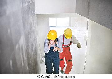 女性 と 人, 労働者, 階段の上で動くこと, ∥において∥, ∥, 建設, サイト。