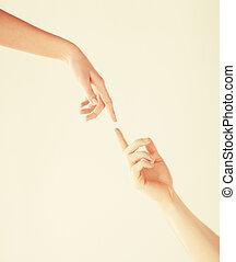 女性 と 人, 手