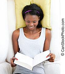 女性, ティーネージャー, 本, ソファー, 読書, あること, 明るい