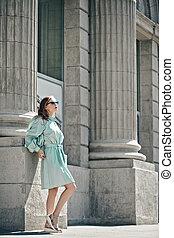 女性, モデル, 都市 通り, ポーズを取る