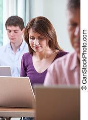 女性, 成長した 学生, 中に, 成人教育, コンピュータクラス