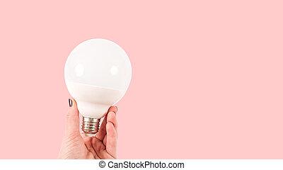 女性, 手を持つ, ライト, 白, terracotta, 大きい, 光沢がない, 電球, 背景