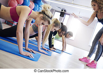 女性, 教練, 引導, 婦女, 做, 推, 向上