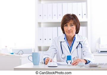 女性 醫生, 工作在, 辦公室