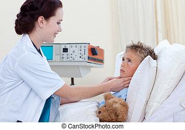 女性 醫生, 檢查, 孩子, 咽喉