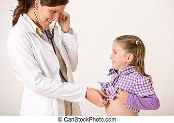 女性 醫生, 檢查, 孩子, 由于, 聽診器