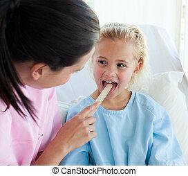 女性 醫生, 檢查, a, child\'s, 咽喉