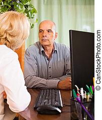女性 醫生, 由于, 年長者, 病人