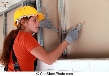 女性, 電工, 正在工作