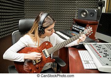 女性, guitarist, 作曲する, 音楽, 中に, スタジオ