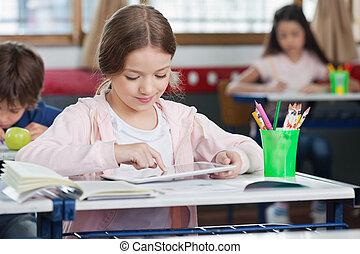 女生徒, 使うこと, デジタルタブレット, 中に, 教室