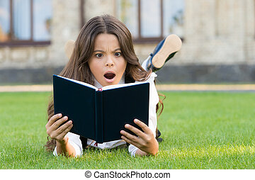 女生徒, 読書, 芝生, extracurricular, ユニフォーム, 学びなさい, 小さい, 基本, 勉強, 本, education., わずかしか, outdoors., 女の子, 子供, 卵を生む, お気に入り, concept., reading., 愛らしい, かわいい, 学校