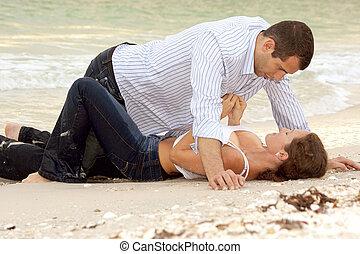 女, ある, ボタンをはずすこと, ワイシャツ, 上に, 人, ∥ように∥, 彼ら, 位置, 浜