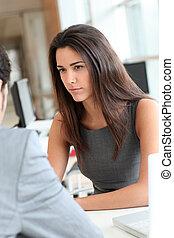 女, ある, 若い, インタビューされる, 仕事, ポジション