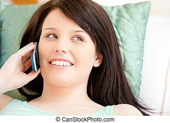女, かなり, 話し, 若い, 電話, ソファー, あること