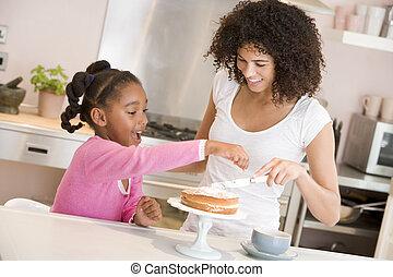 女, そして, 若い 女の子, 中に, 台所, アイシング, a, ケーキ, 微笑