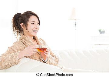 女, だれか, 飲みなさい, お茶
