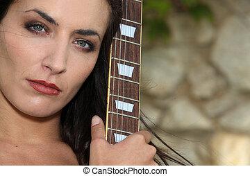 女, ∥で∥, 彼女, ギター