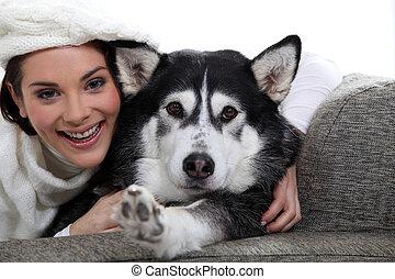 女, ∥で∥, 彼女, 犬, 上に, a, ソファー