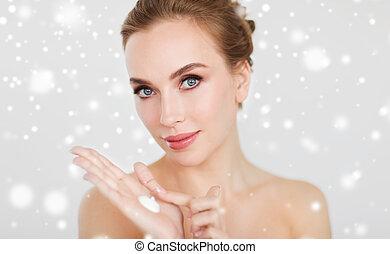 女, の上, 手, moisturizing, 終わり, クリーム