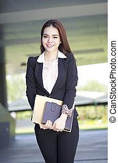 女, アジアのビジネス