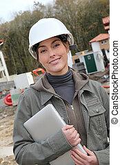 女, エンジニア, ∥で∥, 白, セキュリティー, ヘルメット, 地位, 上に, 建築現場
