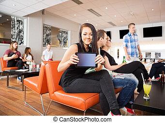 女, クラブ, 提示, デジタル, ボウリング, テーブル
