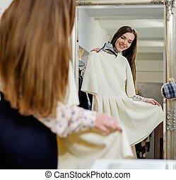女, ショールーム, 選択, 若い, 衣服