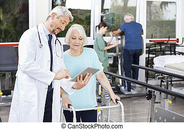 女, タブレット, 医者, 提示, 報告, デジタル, 歩行者, 使うこと