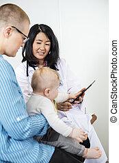 女, タブレット, 見る, 持たれた, 小児科医, デジタル, 赤ん坊