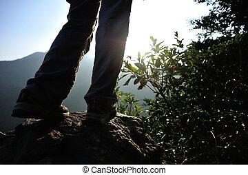女, ハイカー, 立ちなさい, 上に, 山の ピーク