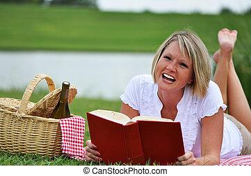 女, ピクニック, 本, ワイン