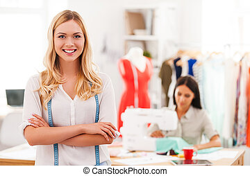 女, ファッション, 交差する 腕, 私, 若い, 背景, 微笑, もう1(つ・人), 裁縫, passion., 保持, 美しい, 間
