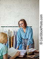 女, ブレーンストーミング, 2, ビジネス